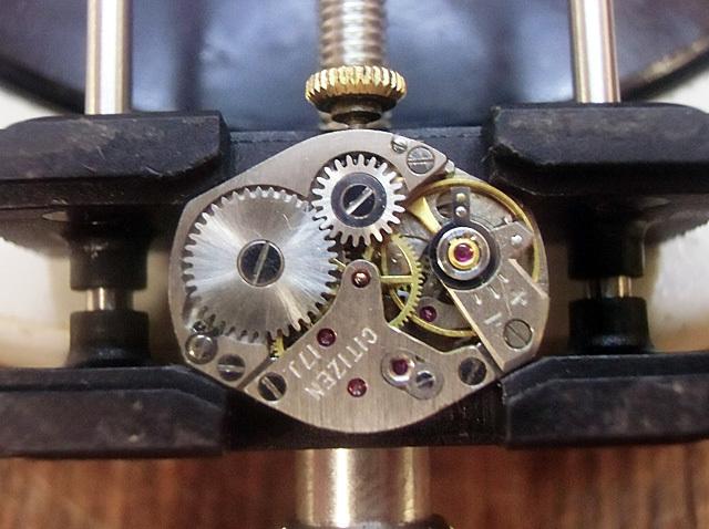 9-機械時計側