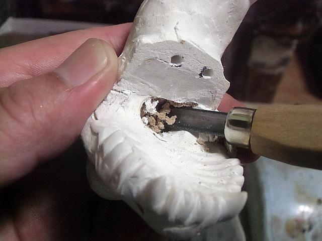 咽喉を彫る