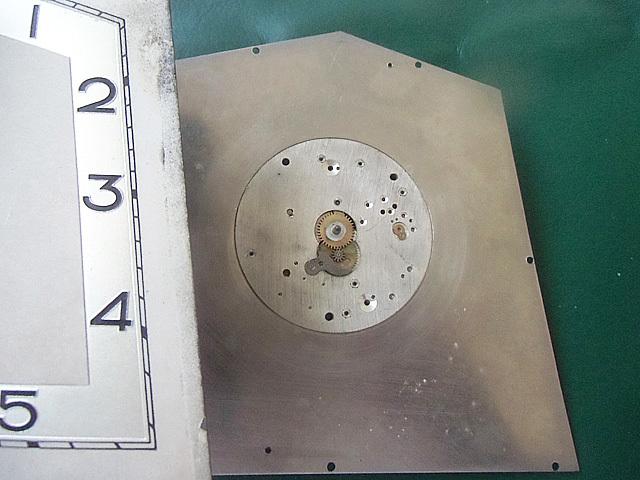 16-文字板下の機械