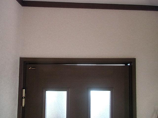 2-ドアが傾いている