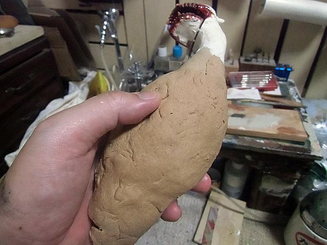 胴体に軽い粘土
