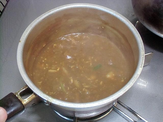 小鍋に具を沸かしルウを一つ