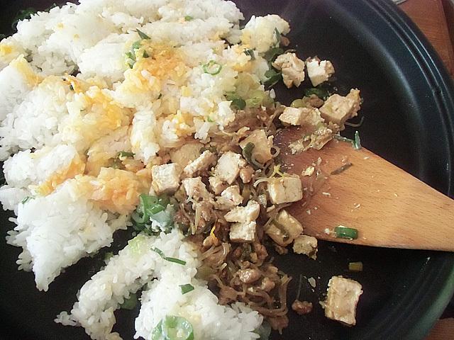 ご飯タマゴに麻婆豆腐