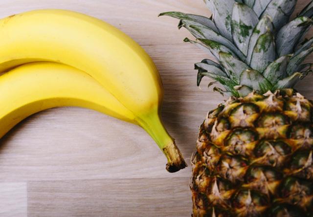 バナナとパイナップルイメージ