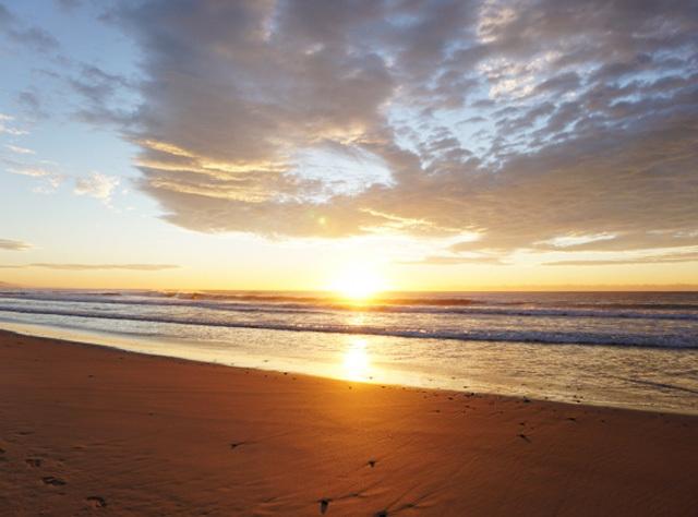 朝日の海イメージ