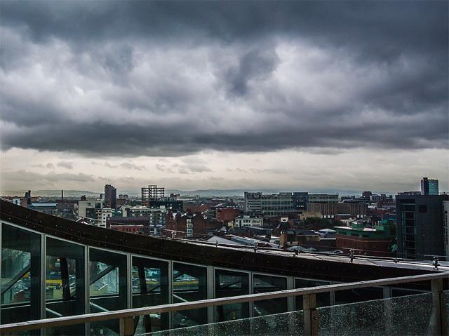 都会曇り空イメージ