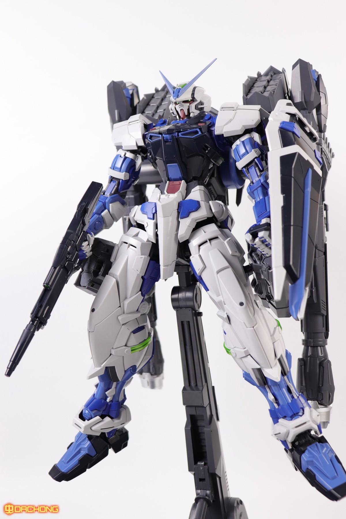 S306_blue_frame_astray_60_082.jpg