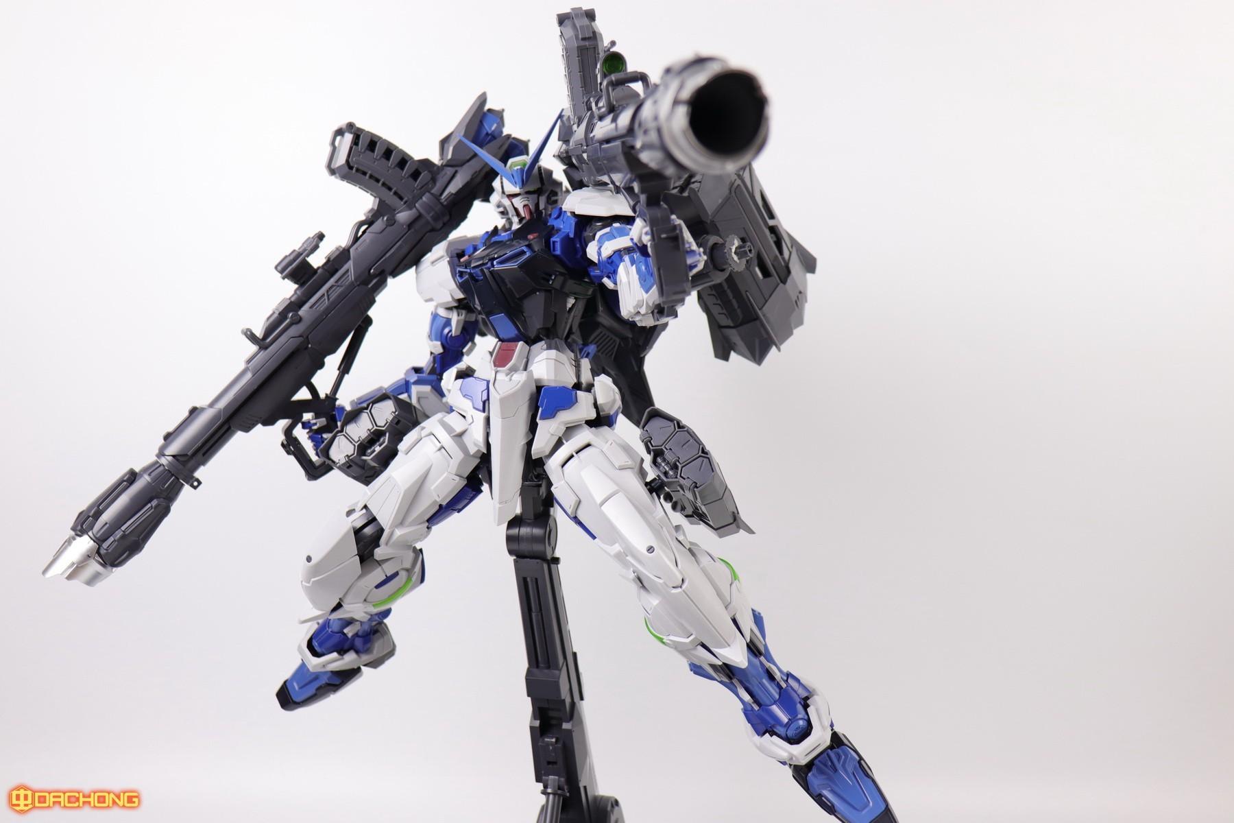 S306_blue_frame_astray_60_092.jpg
