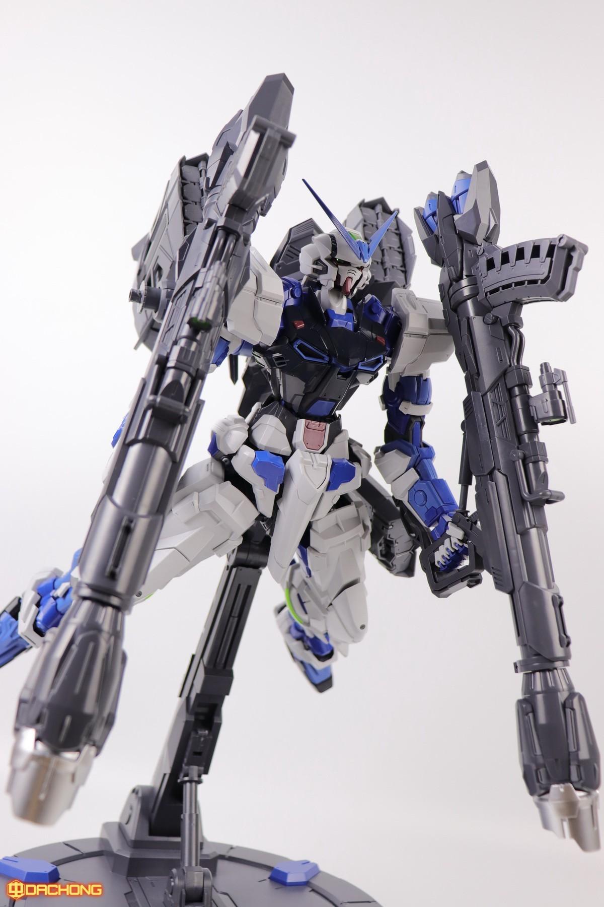 S306_blue_frame_astray_60_094.jpg