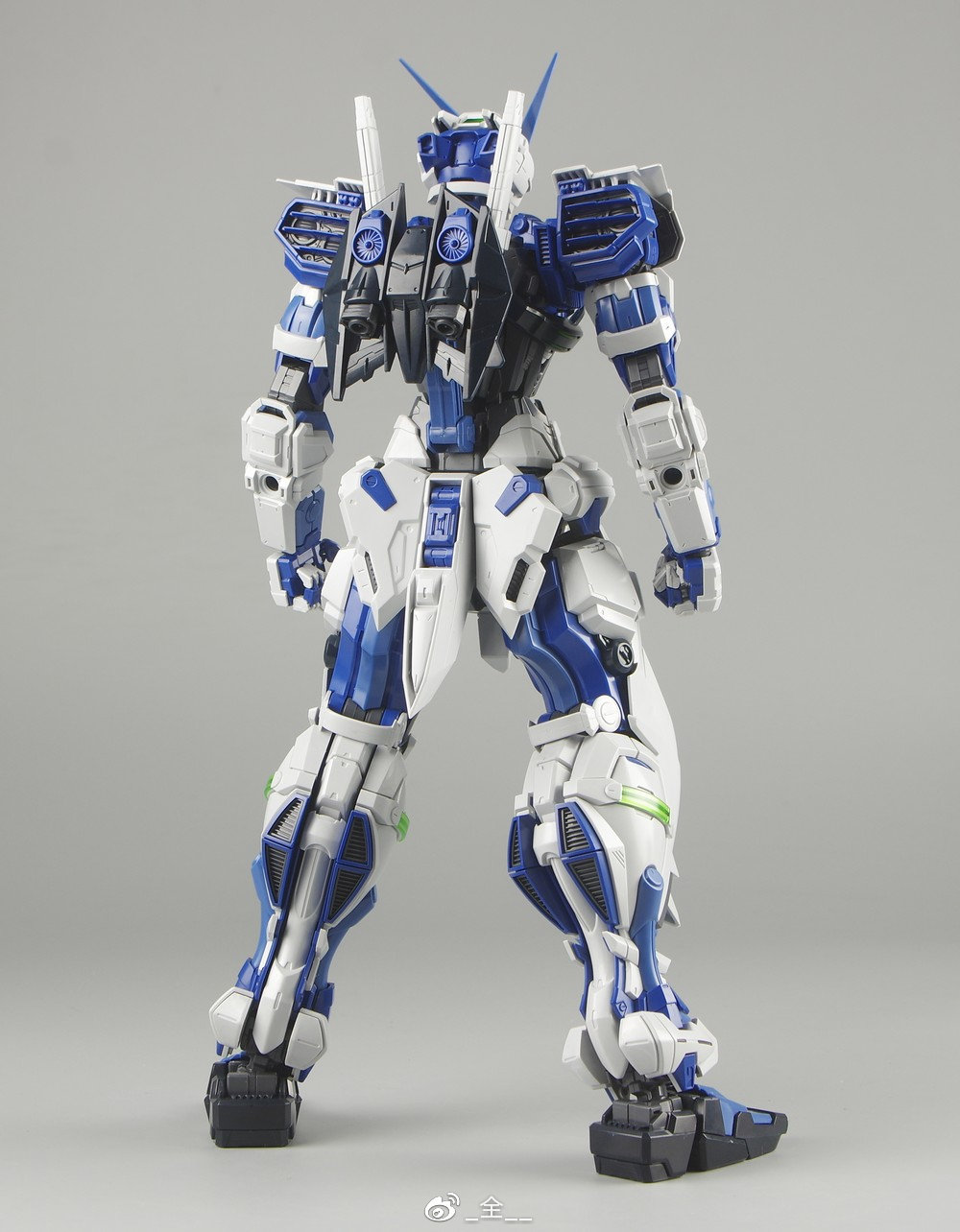 S306_blueframe_astray_049.jpg