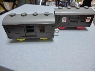 茶色に塗装変更した郵便車とシュッポーD51サウンド郵便車 ②