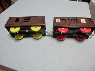 茶色に塗装変更した郵便車とシュッポーD51サウンド郵便車 ④