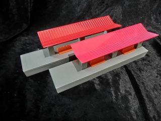 プラレール「○○の駅」 屋根:赤成型/ベンチ:オレンジ成型