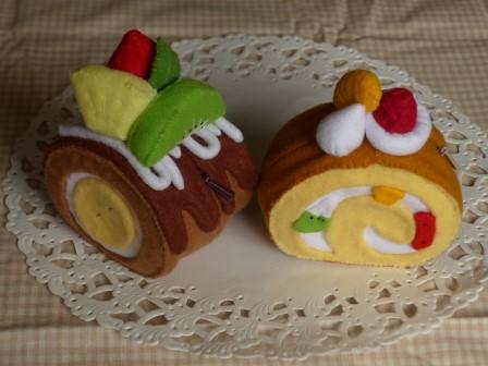 フェルト手芸 チョコロールのポーチ & ロールケーキのポーチ