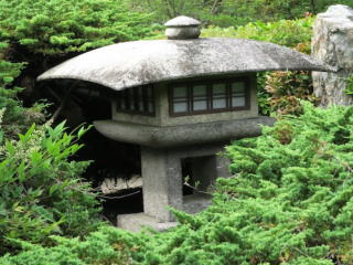 勧修寺型灯篭