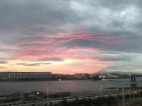 モノレールからの夕焼けと富士