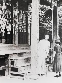 ブルーノタウトご夫妻写真於神社