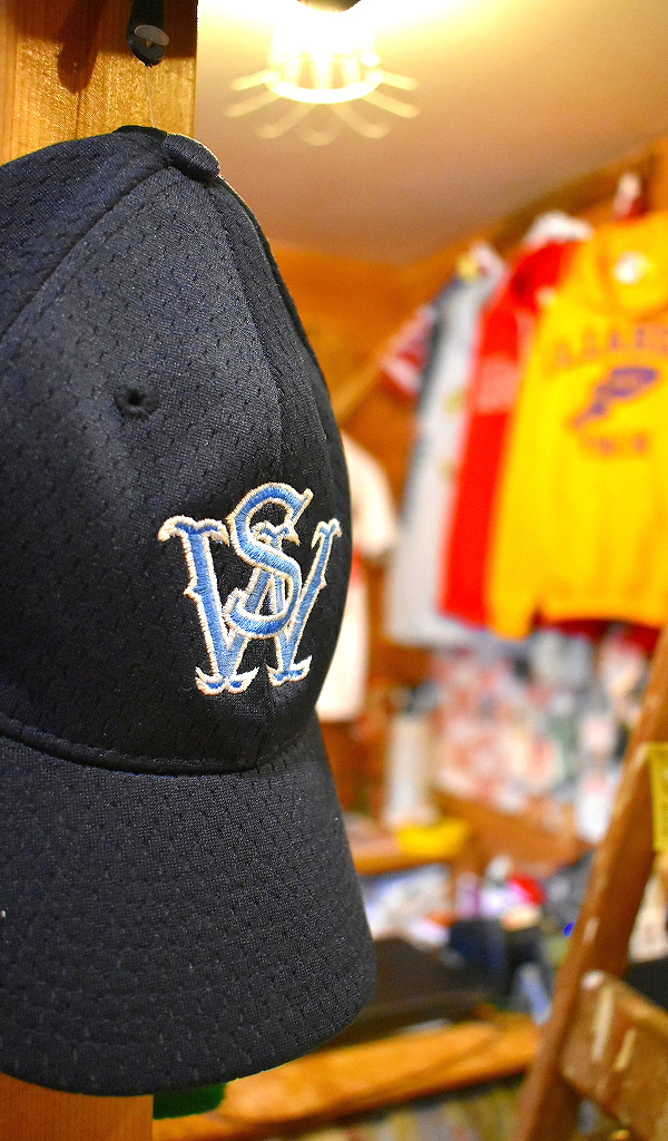 古着屋カチカチ店内画像2019令和元年Used Clothing Shop in Kitaku Tokyo Japan