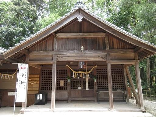 尾張戸神社古墳拝殿