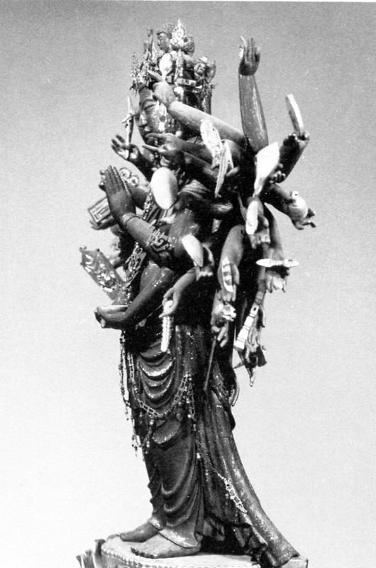 風動表現で弓なり姿勢、たなびく衣の常福寺・千手観音像