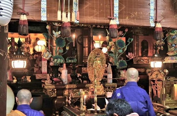 林光寺本堂内~正面のお厨子の中に千手観音像が祀られる