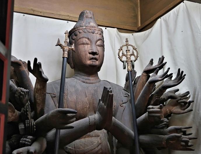 勧学寺・千手観音像(平安・県指定)