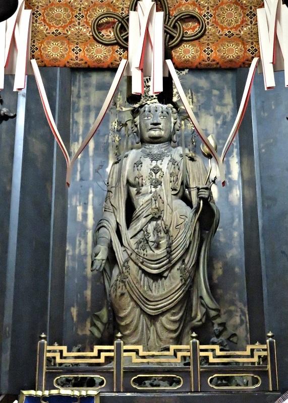 本堂内厨子に安置される勝光寺・聖観音像