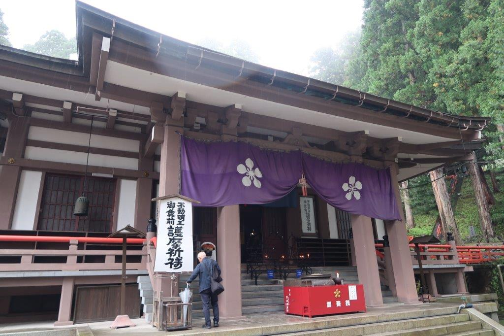 日石寺・本堂