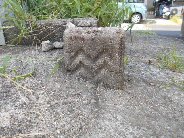 西逸見境界石 (2)