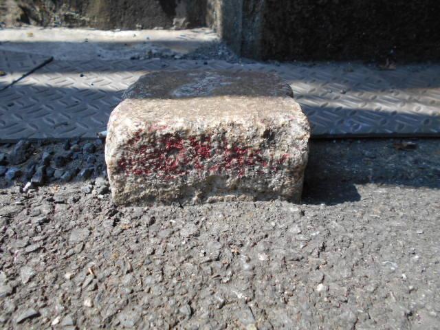 西逸見境界石 (4)
