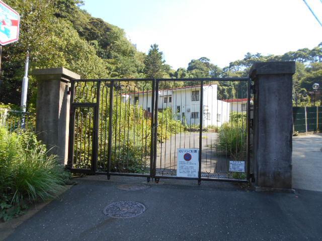 西逸見町謎の門柱 (2)