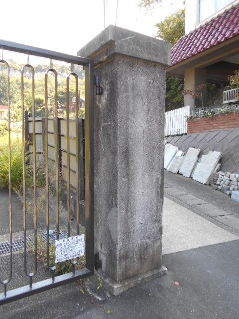 西逸見町謎の門柱 (3)