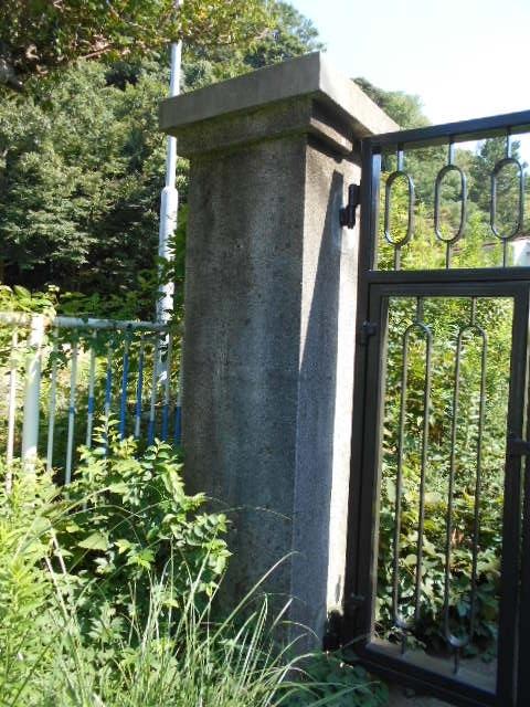 西逸見町謎の門柱 (4)