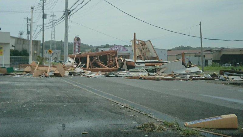 taifuu15gou_jimusho_27.jpg