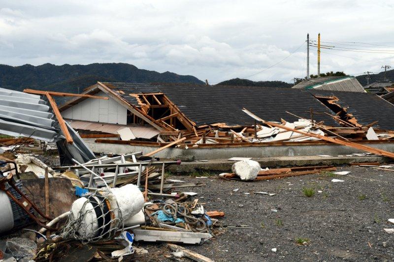 taifuu15gou_jimusho_37.jpg