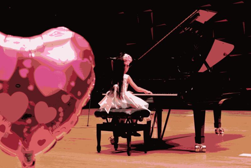 クラヴィアハウスコンサート ハートの風船を背に