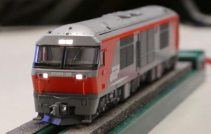 tomix 2226 DF200ヘッドライトLED交換後