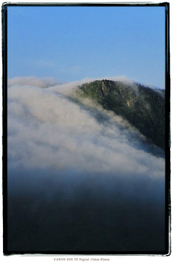 毛無峠滝雲1908kenashipass03.jpg