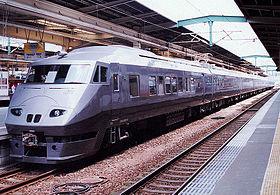 280px-JRkyusyu_787_tsubame_9cars_kumoro.jpg