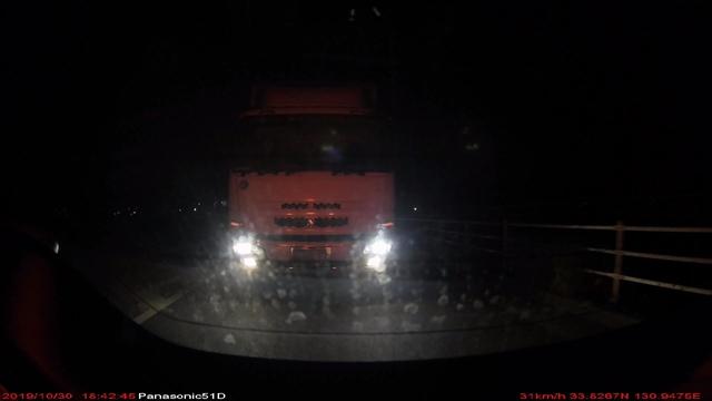大型トラックの煽り-6