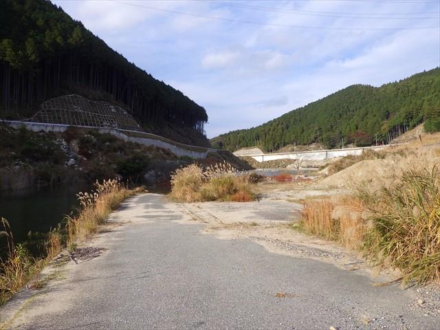 旧道とダムの境界-1