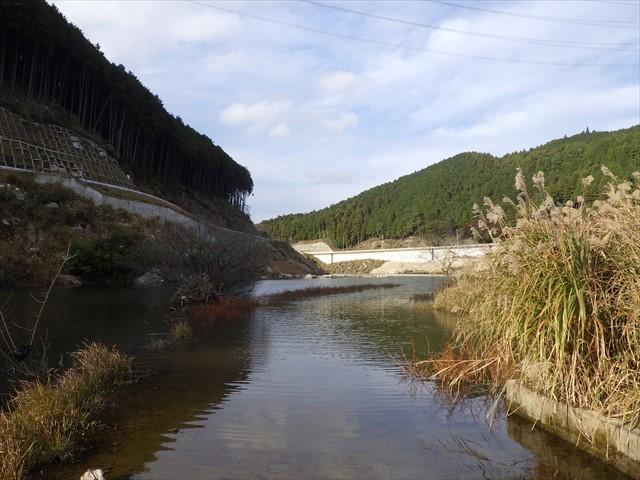 旧道とダムの境界-2