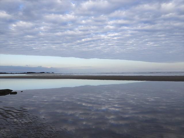 簑島の海岸 不思議な雲
