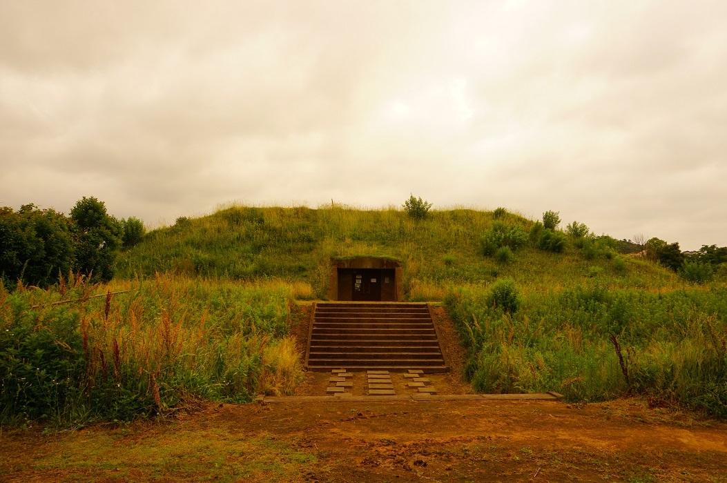 12 山代二子塚古墳 後方部土層見学施設入り口
