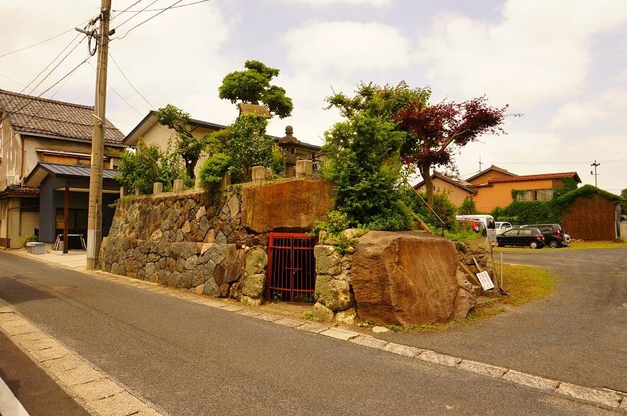 02 塚山古墳(南から)