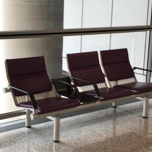 2席+1席のベンチ