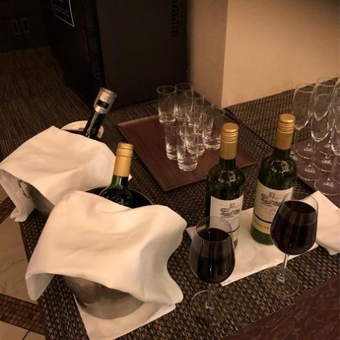 2杯目の赤ワインはなみなみと