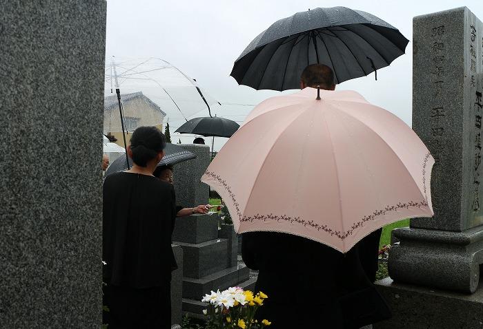 小雨 みんなでお墓参り 1 7 14