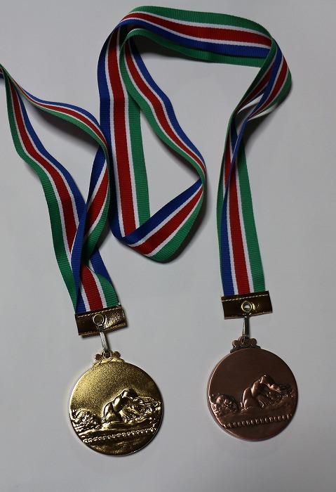 バタフライと水泳リレーのメダル 1 7 25