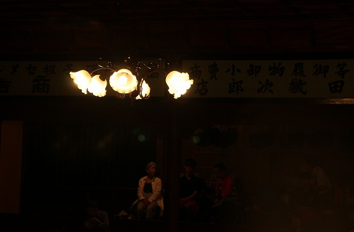花みたいな天井の灯り 1 8 25